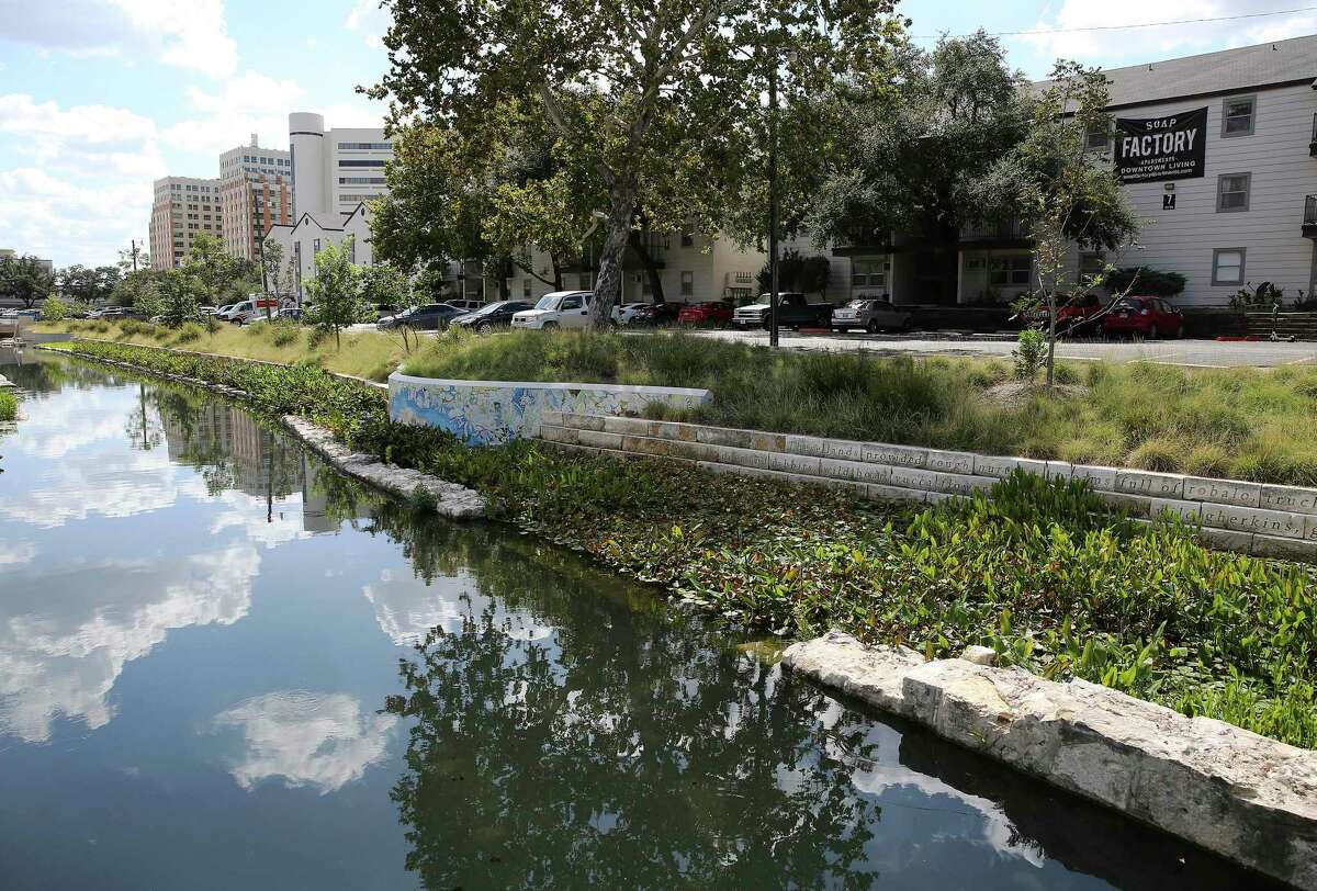The San Antonio City Council approved a housing policy Thursday morning that requires partners with the city to accept Section 8 and Veterans Affairs housing vouchers as a source of income. (Kin Man Hui/San Antonio Express-News)