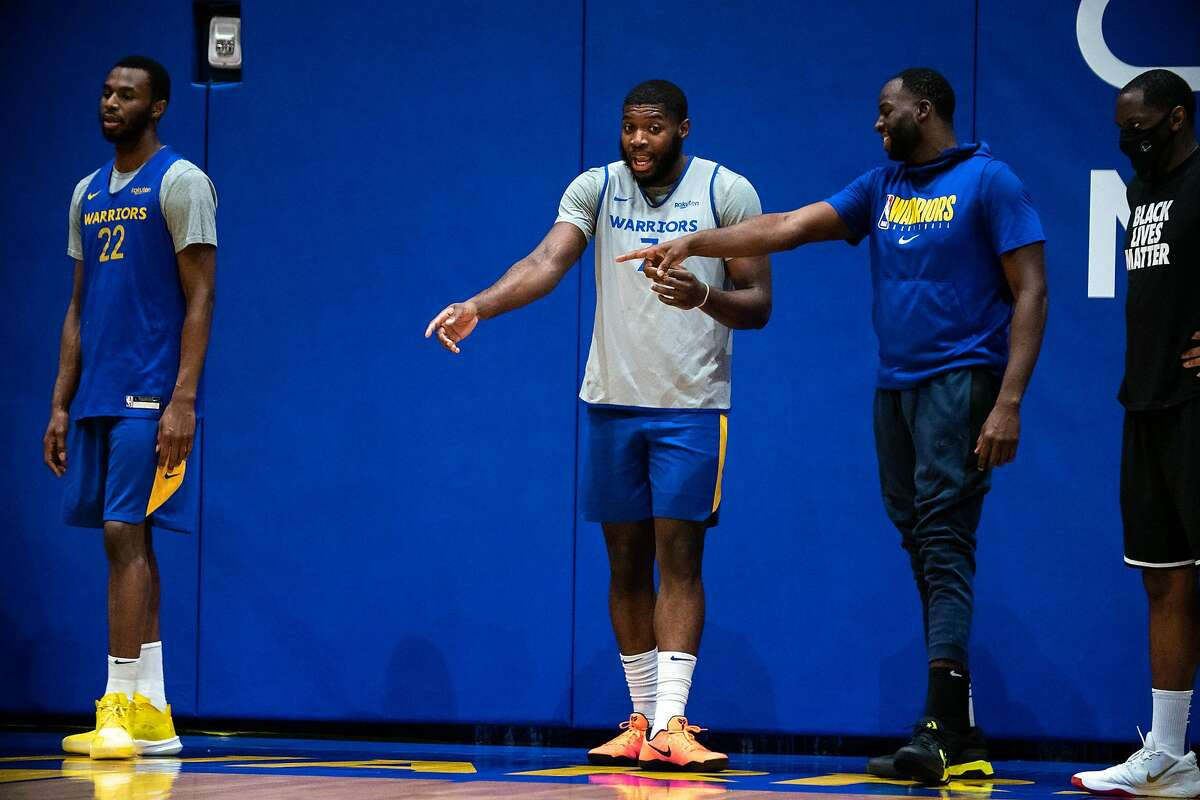 Golden State Warriors Forward Draymond Green (right) and Eric Paschall (center) at practice at Chase Center in San Francisco, Calif. on Monday, December 14, 2021.