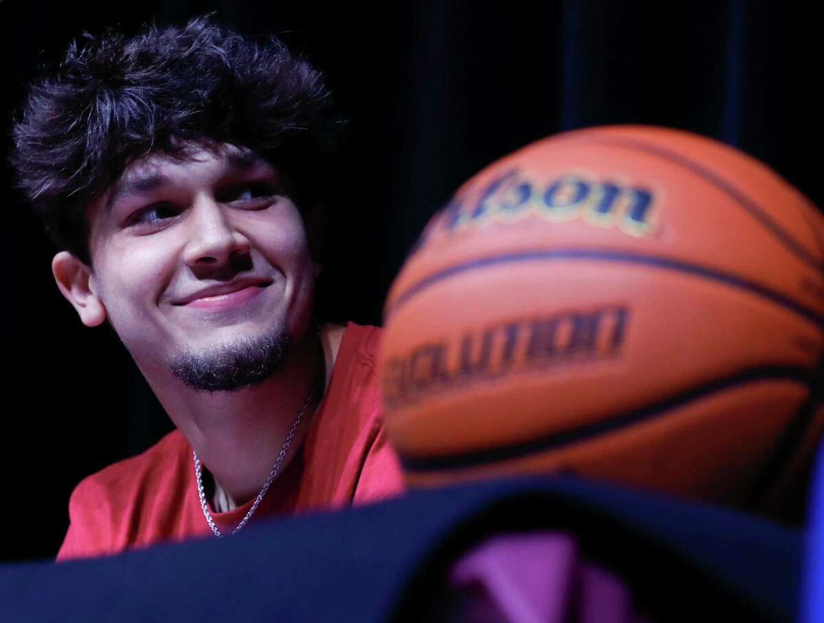Travis Lane signed to play basketball for Southern Virginia during a signing ceremony at Willis High School, Friday, May 14, 2021, in Willis.