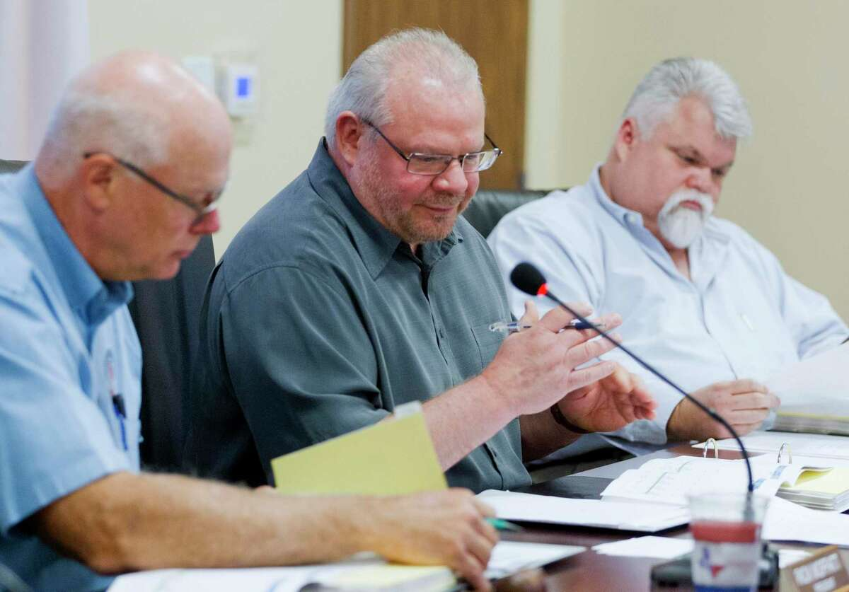 Jim Stinson, the general manager of The Woodlands Water Agency, speaks during a special meeting of the Lone Star Groundwater Conservation District, in 2017.