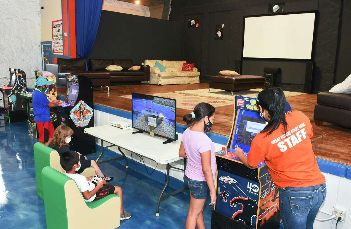 Niños participan en juegos en el local principal de Boys and Girls Club durante su reapertura el martes 22 de septiembre de 2020.
