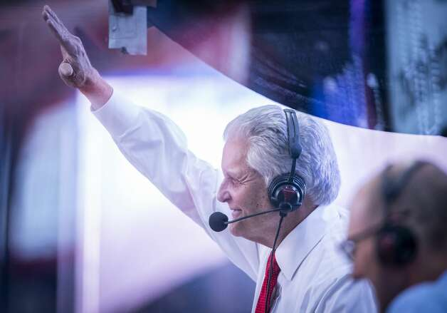 Longtime Houston Rockets play by play broadcaster Bill Worrell waves to the crowd after he watched a video tribute to his career during the second quarter of an NBA game between the Houston Rockets and the LA Clippers on Friday, May 14, 2021, at Toyota Center in Houston. Tonight is Worrell's final game before retiring from play by play duties. Photo: Mark Mulligan/Staff Photographer / © 2021 Mark Mulligan / Houston Chronicle