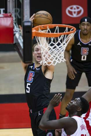 LA Clippers guard Luke Kennard (5) shoots over Houston Rockets forward Khyri Thomas (13) during the first quarter of an NBA game between the Houston Rockets and the LA Clippers on Friday, May 14, 2021, at Toyota Center in Houston. Photo: Mark Mulligan/Staff Photographer / © 2021 Mark Mulligan / Houston Chronicle