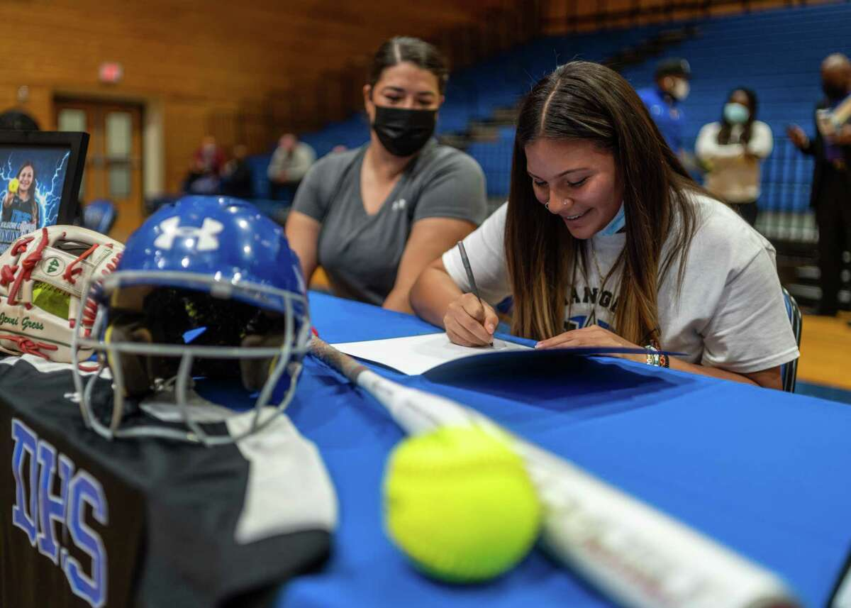 Numerous students out of the northwest Houston area signed their National Letter of Intent during the final signing day of the 2020-21 school year. Dekaney's Jennifer Gress signed a softball scholarship at Kilgore College.