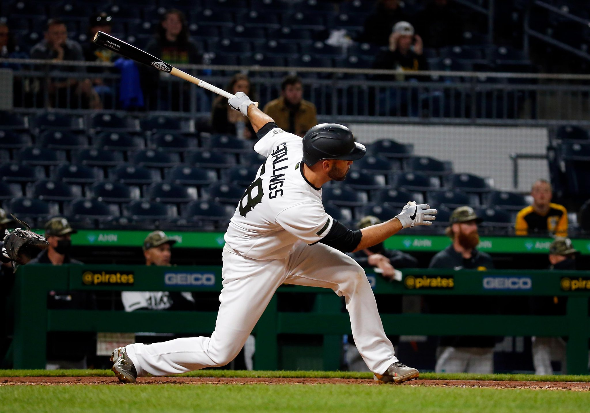 Giants waste 4-run lead, lose to Pirates on HR in 9th