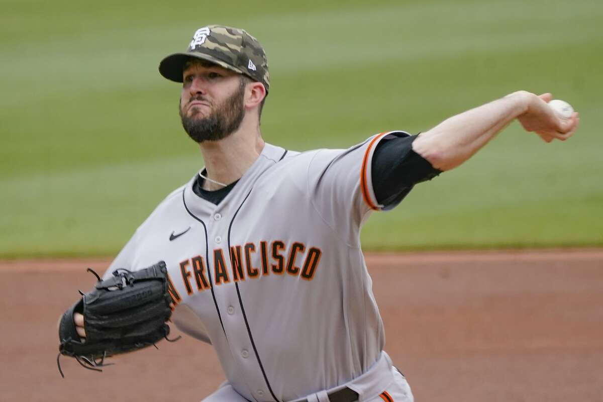 San Francisco Giants starter Alex Wood pitches against the Pittsburgh Pirates in the first inning Sunday.