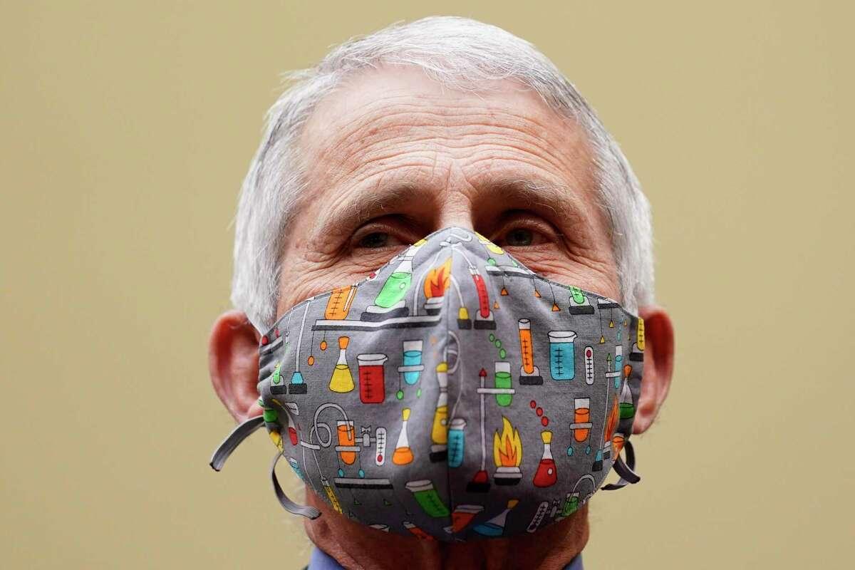 El doctor Anthony Fauci, el principal experto en enfermedades infecciosas del gobierno de EEUU, habla ante una comisión de legisladores en la sede del Congreso, en Washington, el 15 de abril de 2021.