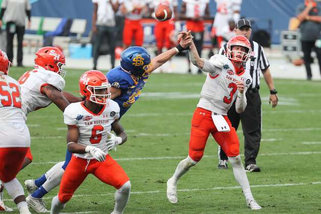 Sam Houston State quarterback Eric Schmid (3) gets off a pass against South Dakota State during the second half of the NCAA FCS national football championship game on Sunday, May 16, 2021, in Frisco. Sam Houston took the title with a 23-21 win. Photo: Brett Coomer/Staff Photographer / © 2021 Houston Chronicle