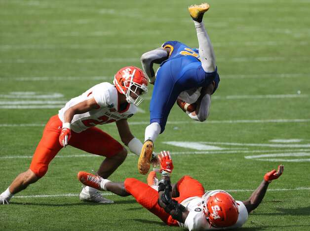 South Dakota State running back Pierre Strong Jr. (20) is tripped up by Sam Houston State linebacker Trevor Williams (1) and defensive back Zyon McCollum during the second half of the NCAA FCS national football championship game on Sunday, May 16, 2021, in Frisco. Sam Houston took the title with a 23-21 win. Photo: Brett Coomer/Staff Photographer / © 2021 Houston Chronicle