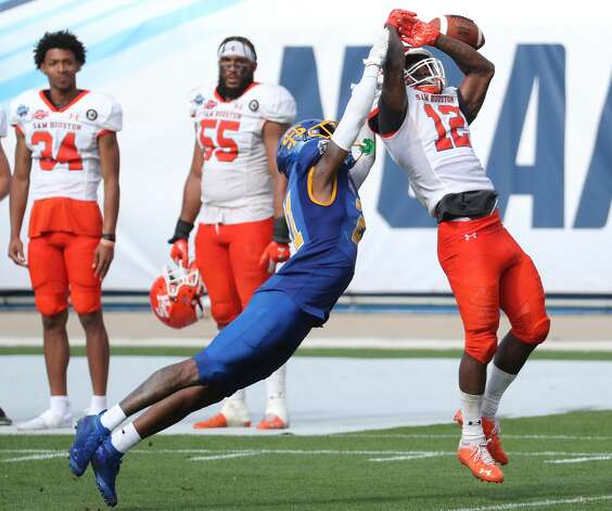 South Dakota State cornerback Don Gardner (21) breaks up a pass intended for Sam Houston State wide receiver Jequez Ezzard (12) during the second half of the NCAA FCS national football championship game on Sunday, May 16, 2021, in Frisco. Sam Houston took the title with a 23-21 win. Photo: Brett Coomer/Staff Photographer / © 2021 Houston Chronicle