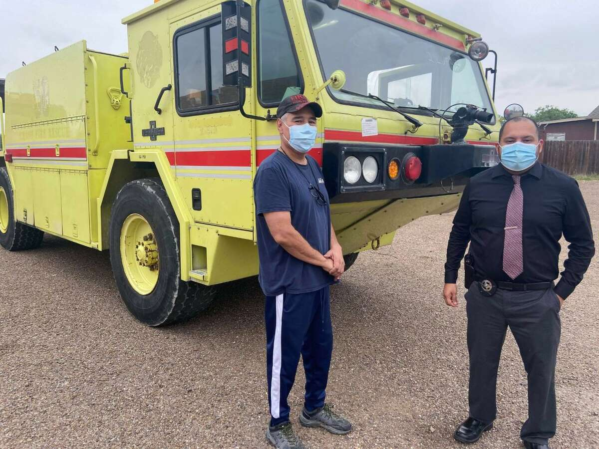 The Texas A&M Forest Service state agency provided a 1986 Oshkosh AS32P19A truck to the Rio Bravo Volunteer Fire Department.
