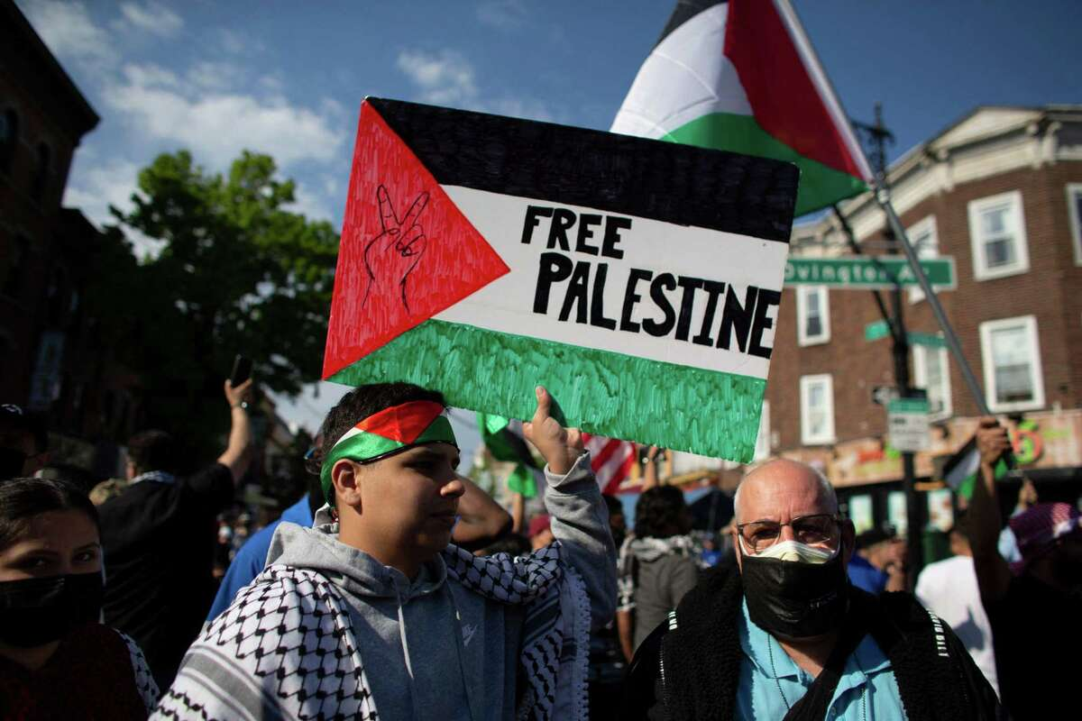 """A man holds a """"Free Palestine"""" sign during a demonstration in support of Palestine in Brooklyn, New York on May 15, 2021."""