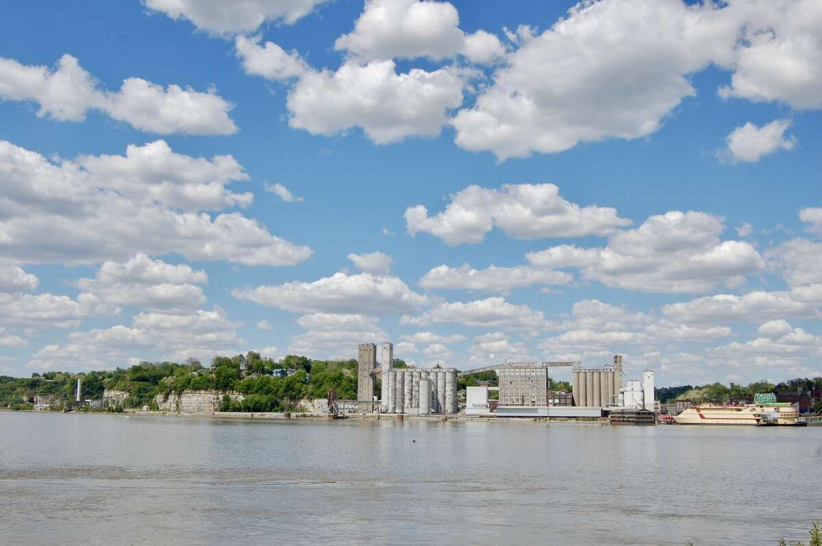 A view of Alton, Illinois from the western banks of the Mississippi River in Missouri.