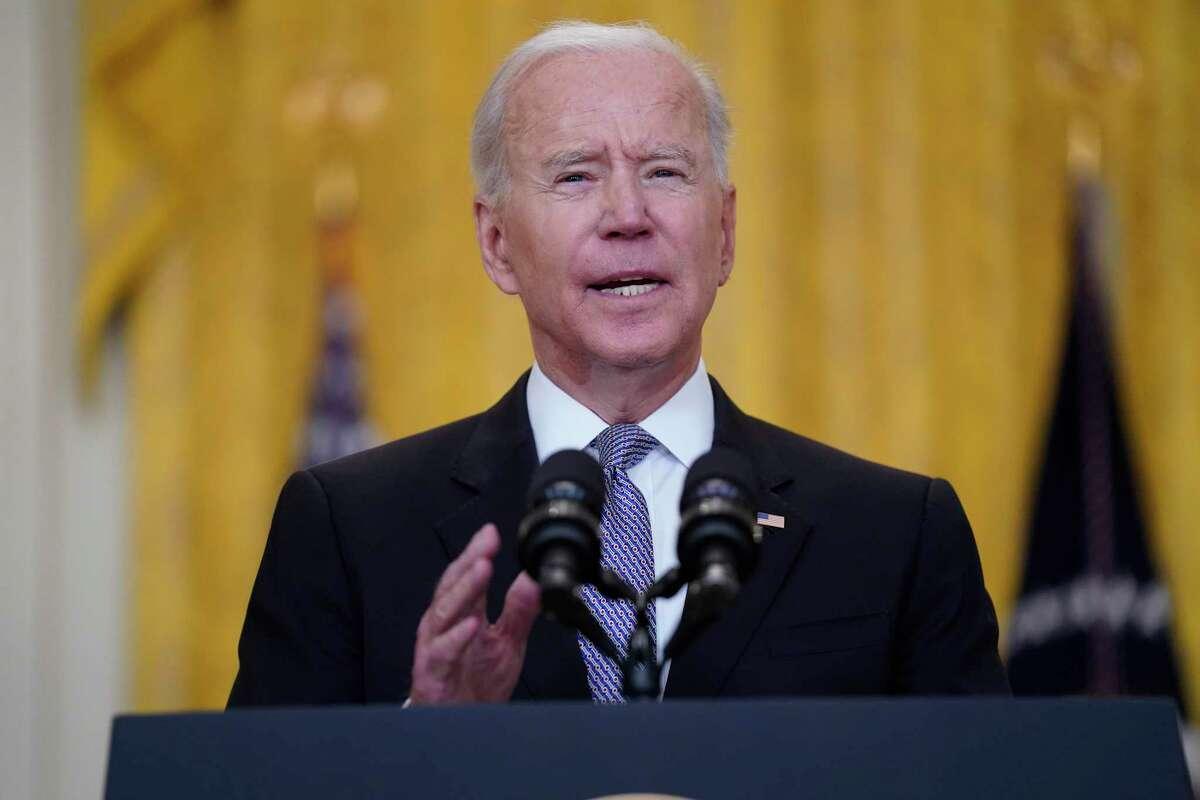 El presidente Joe Biden da un mensaje el 10 de mayo de 2021 sobre la economía de Estados Unidos, en el Salón Este de la Casa Blanca, en Washington.
