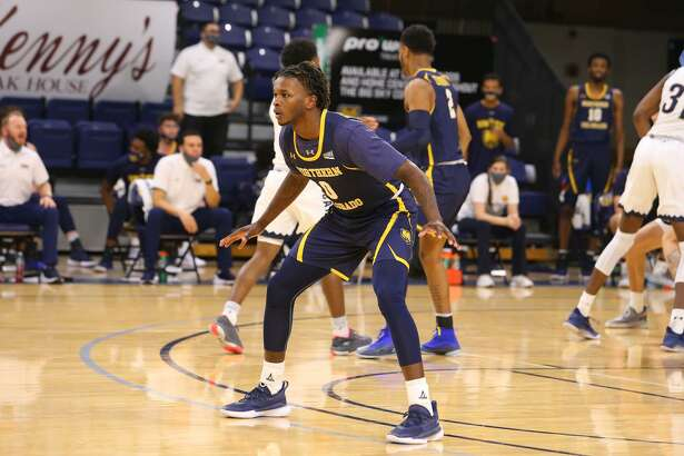 Former Northern Colorado guard Greg Bowie II announced his decision to transfer to TAMIU on Monday.