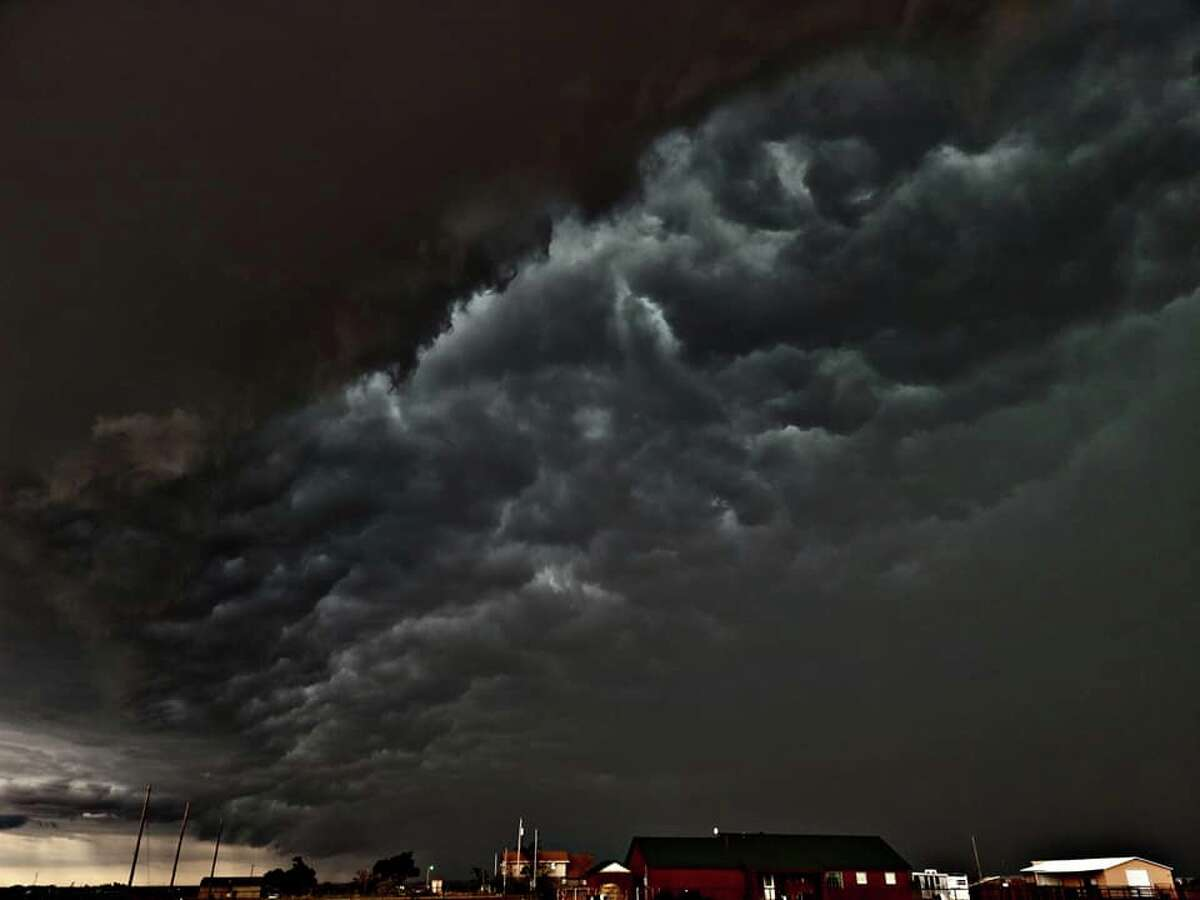 Bryan Frisk captured these beautiful yet terrifying images of the storm arriving in Amarillo on Monday.