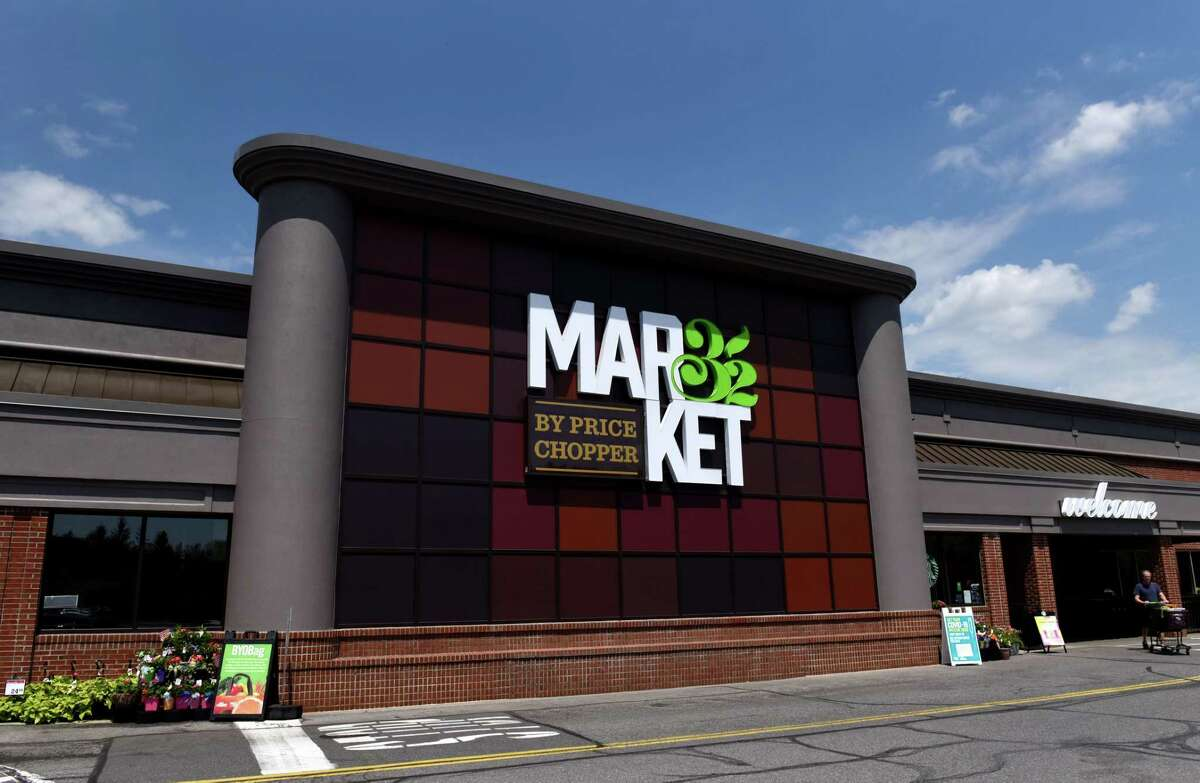 Exterior of the Slingerlands Price Chopper/Market 32 on Tuesday, May 18, 2021, in Slingerlands, N.Y. Price Chopper has expanded its AdvantEdge rewards program to include student loan payments, supporting schools and charitable donations. (Will Waldron/Times Union)