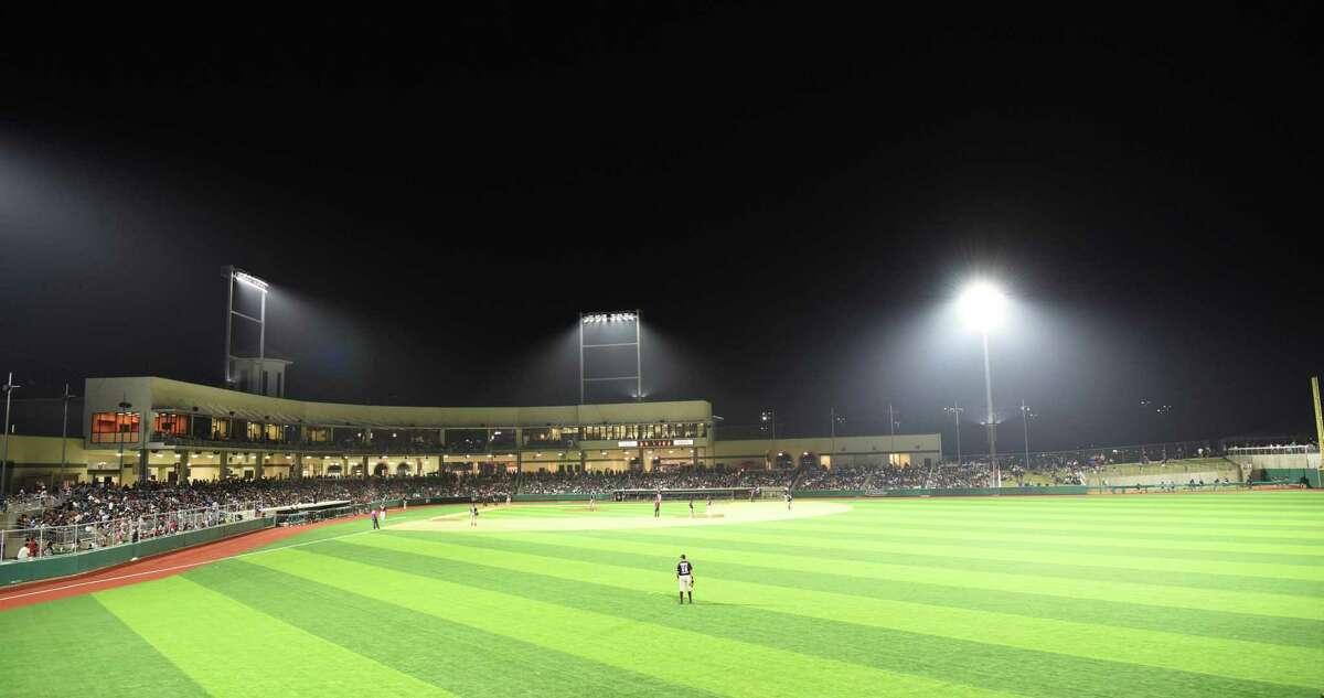 The Tecolotes Dos Laredos will move their season opener to Uni-Trade Stadium on Friday due to the storm damage Nuevo Laredos suffered on Monday night.
