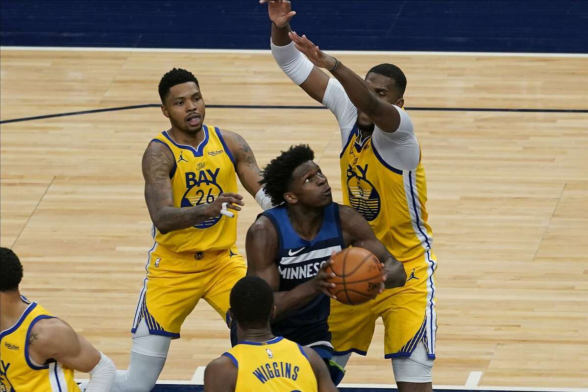 Minnesota Timberwolves' Anthony Edwards, center, drives between Golden State Warriors' Kent Bazemore (26) and Kevon Looney (5) in the second half of an NBA basketball game, Thursday, April 29, 2021, in Minneapolis. (AP Photo/Jim Mone)