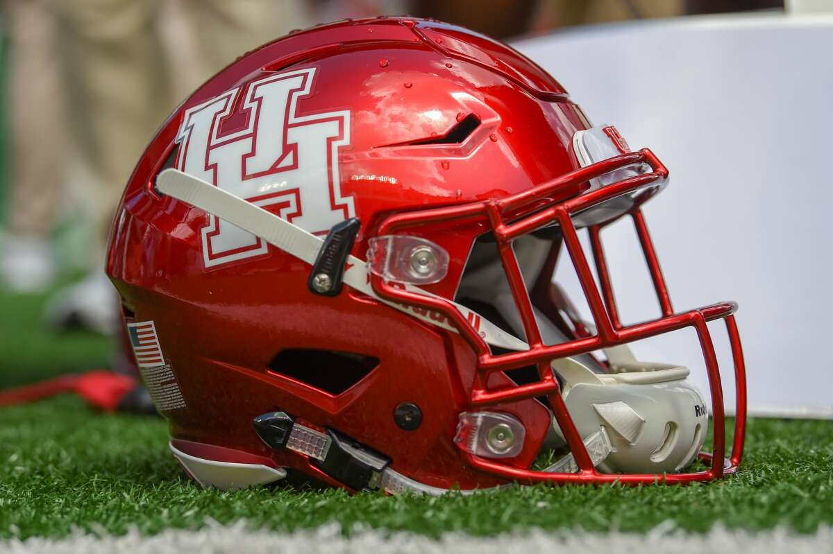 HOUSTON, TX - SEPTEMBER 08: A Houston helmet stands ready for the next series during the college football game between the Arizona Wildcats and the Houston Cougars on September 8, 2018 at TDECU Stadium in Houston, Texas. (Photo by Ken Murray/Icon Sportswire via Getty Images)