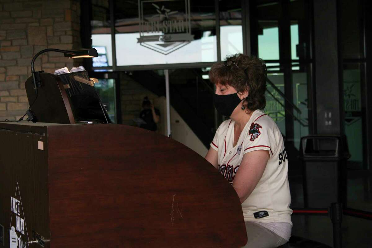 Loons' organist Jan Sutherland plays the organ Wednesday at Dow Diamond. (Austin Chastain/austin.chastain@hearstnp.com)
