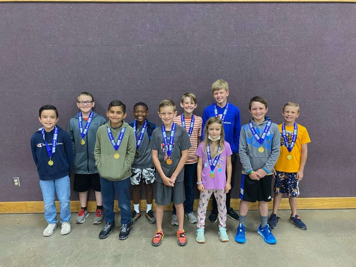 Ten La Mesa Elementary students from grades 1st through 5th met and/or exceeded their goals of running 100 miles by the end of the 2020-2021 school year. Pictured: (back, L-R) Allen Kelm, Kannon Brooks, Harrison Carthel, Steel Bennett, Cameron McMillan; (front, L-R) Axel Gaona, Yosvani Garcia, Brody Mathis, Samaria Sandlin and Cathan Stoerner