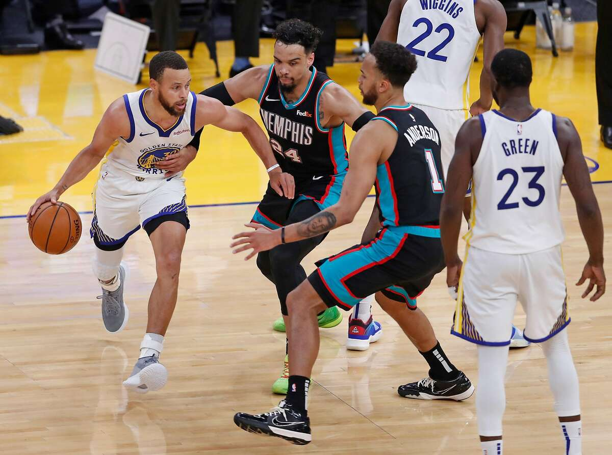Stephen Curry (left) torched Dillon Brooks, Kyle Anderson and the rest of the Grizzles for 46 points Sunday.