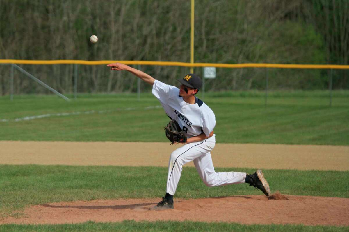 Manistee's Ethan Edmondson delivers a pitch during the Chippewas' loss to Ludington on Thursday. (Dylan Savela/News Advocate)
