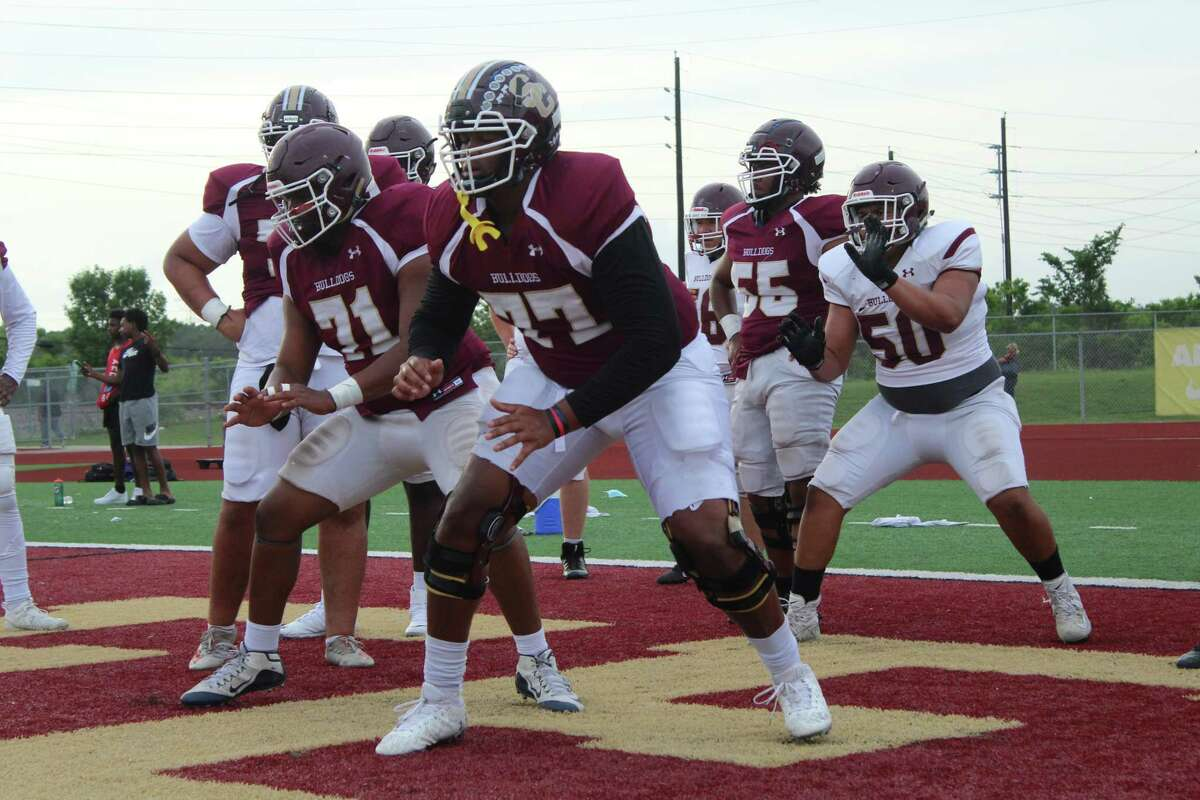 Summer Creek offensive lineman Kelvin Banks Jr. warmimg up for the Bulldogs' spring game on the Summer Creek practice field.