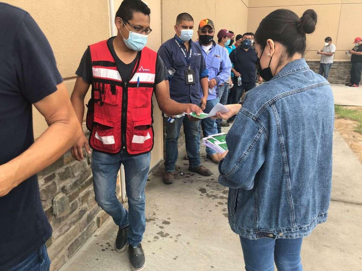 El Consulado General de México en Laredo está invitando a una Jornada de Vacunación COVID-19, el sábado 22 de mayo, de 8:30 a.m. a 1:30 p.m., en sus instalaciones de 1612 Farragut St. No se requiere cita previa ni identificación.