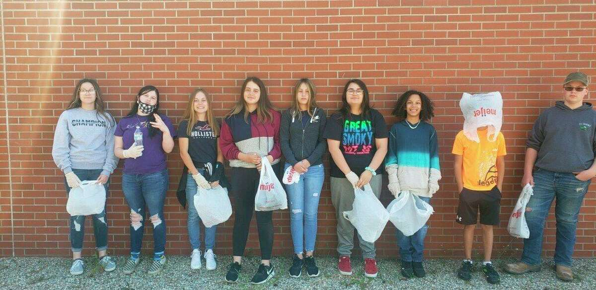 Owen-Gage students gave back to the community by cleaning up around the community. (Courtesy Photo)