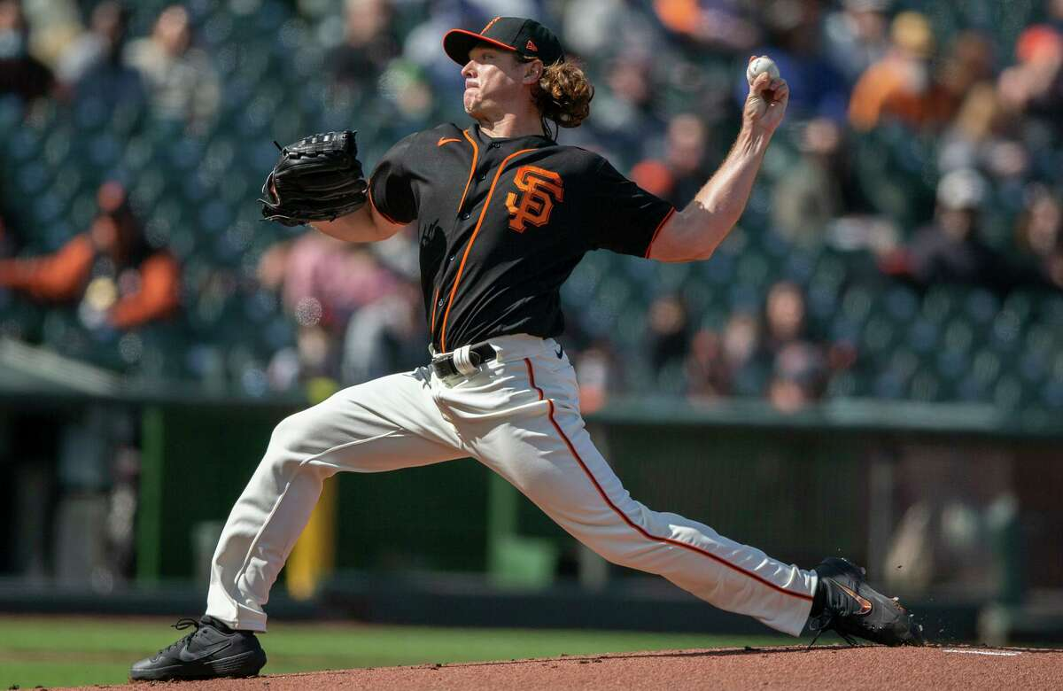 San Francisco Giants starting pitcher Scott Kazmir (16) against the Los Angeles Dodgers in the first inning during an MLB game at Oracle Park, Saturday, May 22, 2021, in San Francisco, Calif.