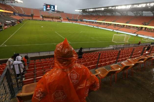 Ramiro Padilla waits for the rain to pass before an MLS match between the Houston Dynamo FC and the Vancouver Whitecaps FC on Saturday, May 22, 2021, at BBVA Stadium in Houston. Photo: Jon Shapley/Staff Photographer / © 2021 Houston Chronicle
