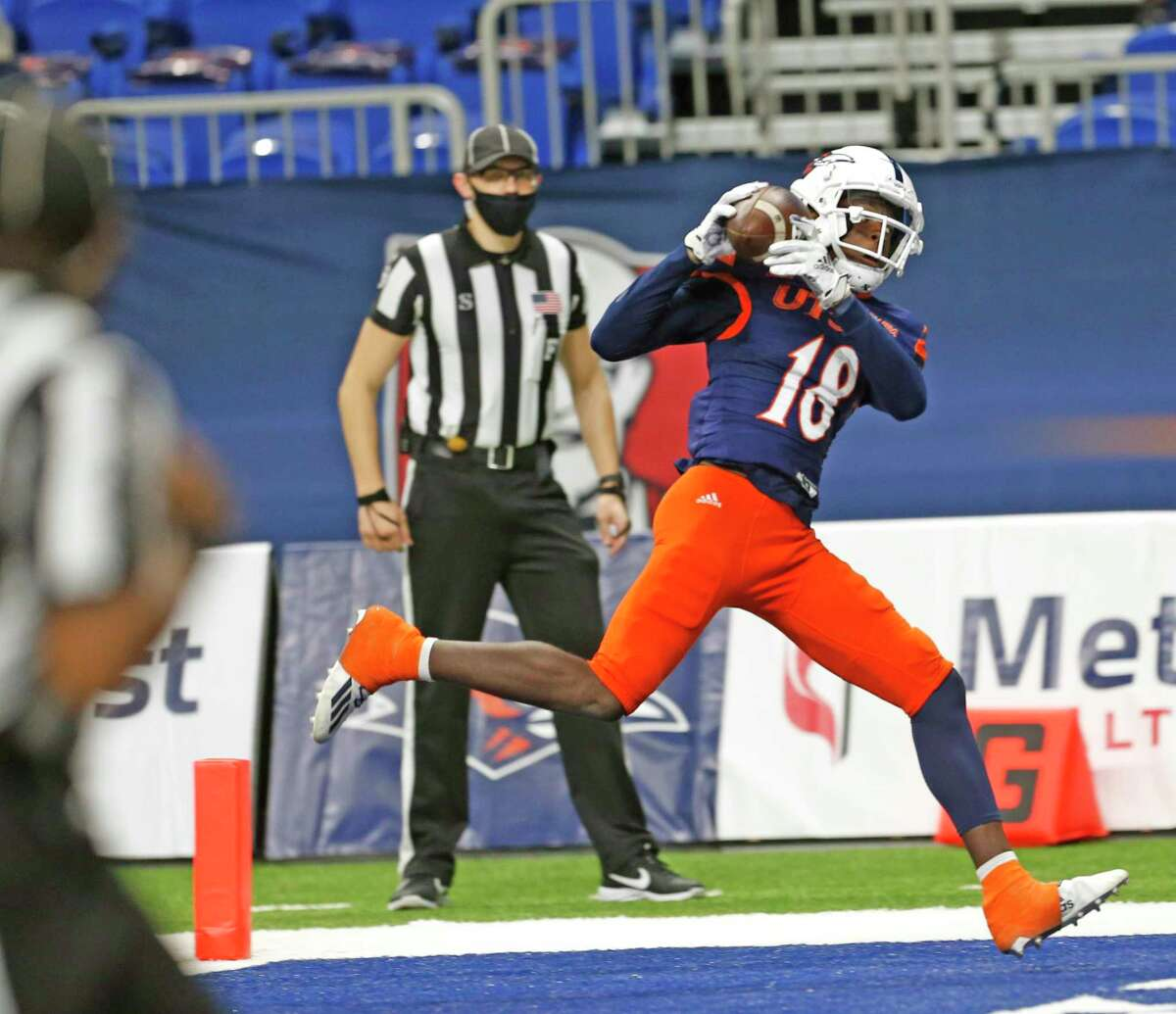 UTSA receiver Zakhari Franklin scores on a touchdown reception in second quarter against UTEP at on Saturday, Nov.14, 2020 at the Alamodome.