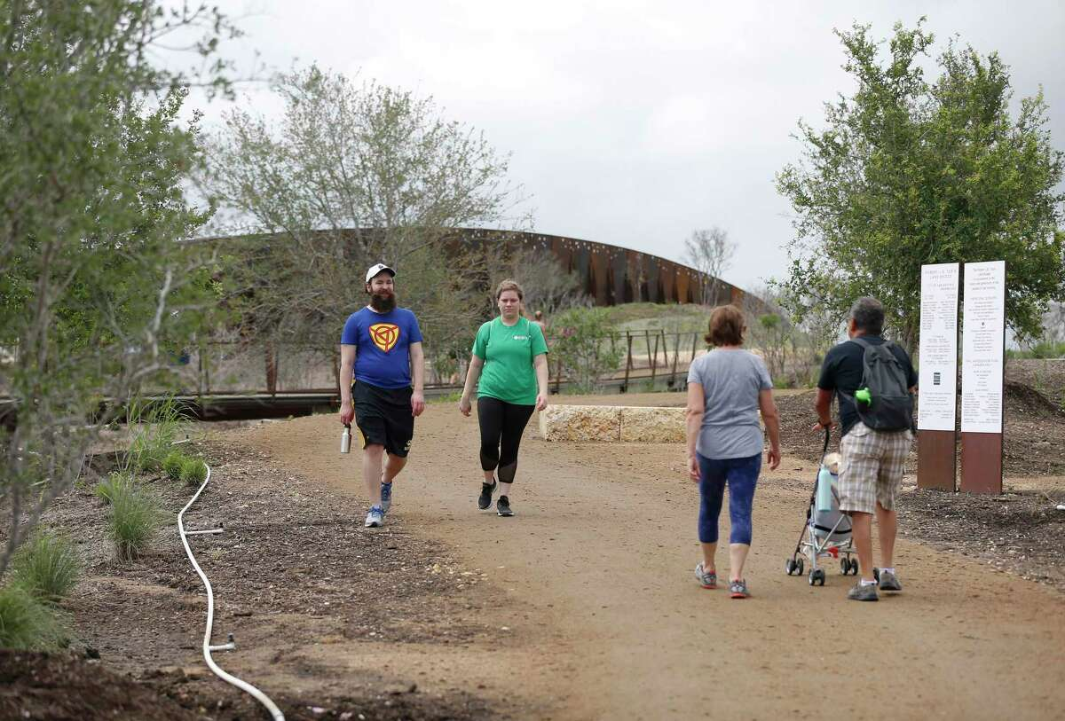 The land bridge at Hardberger Park is a city gem. People, let's keep it sparkling by using trash cans, a reader urges.