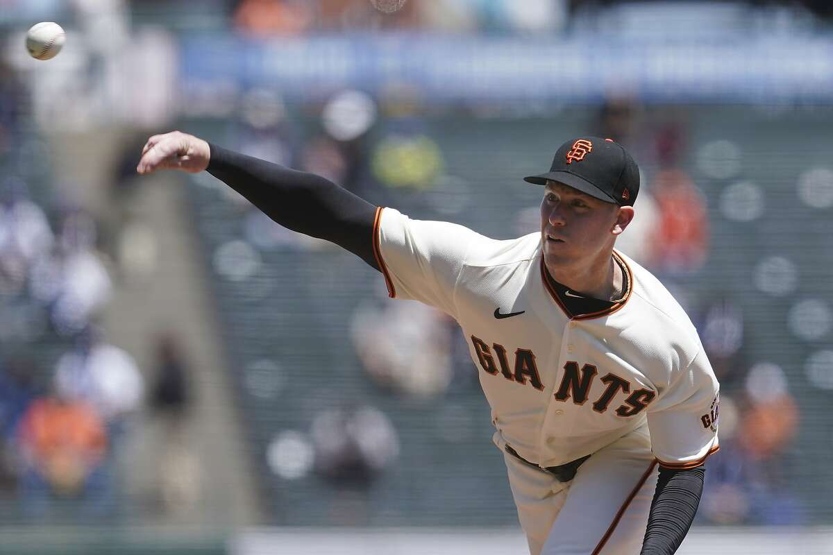 San Francisco Giants' Anthony DeSclafani pitches against the Los Angeles Dodgers during the first inning of a baseball game in San Francisco, Sunday, May 23, 2021. (AP Photo/Jeff Chiu)