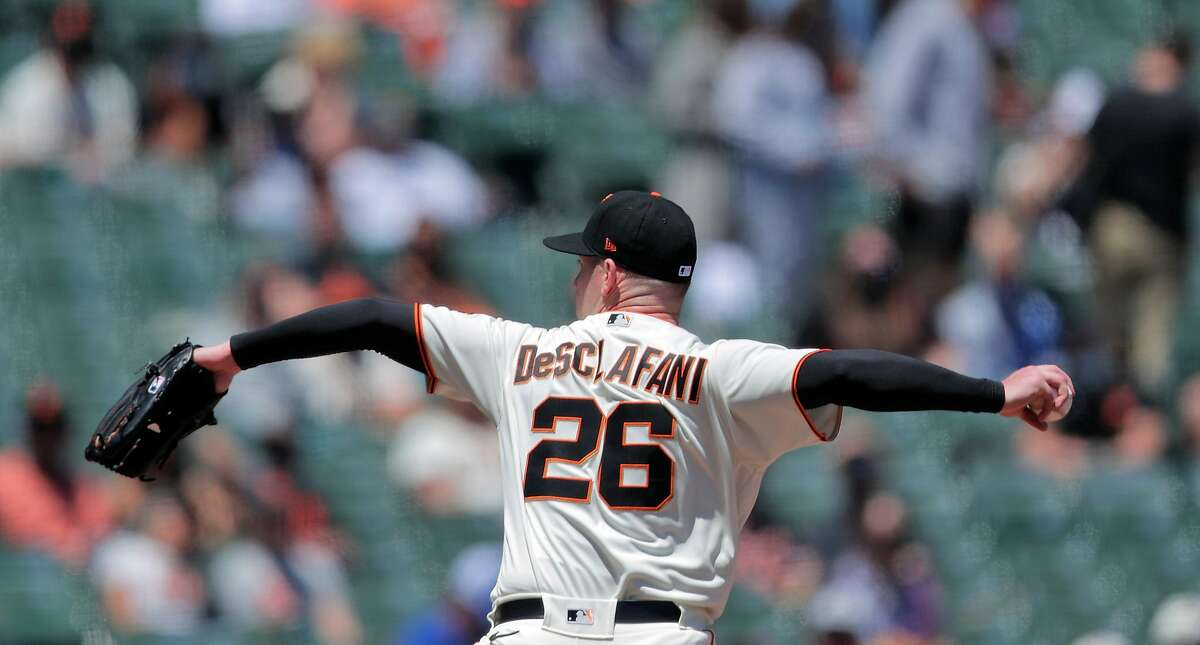 Anthony DeSclafani (26) started for the Giants as the San Francisco Giants played the Los Angeles Dodgers at Oracle Park in San Francisco, Calif., on Sunday, May 23, 2021.