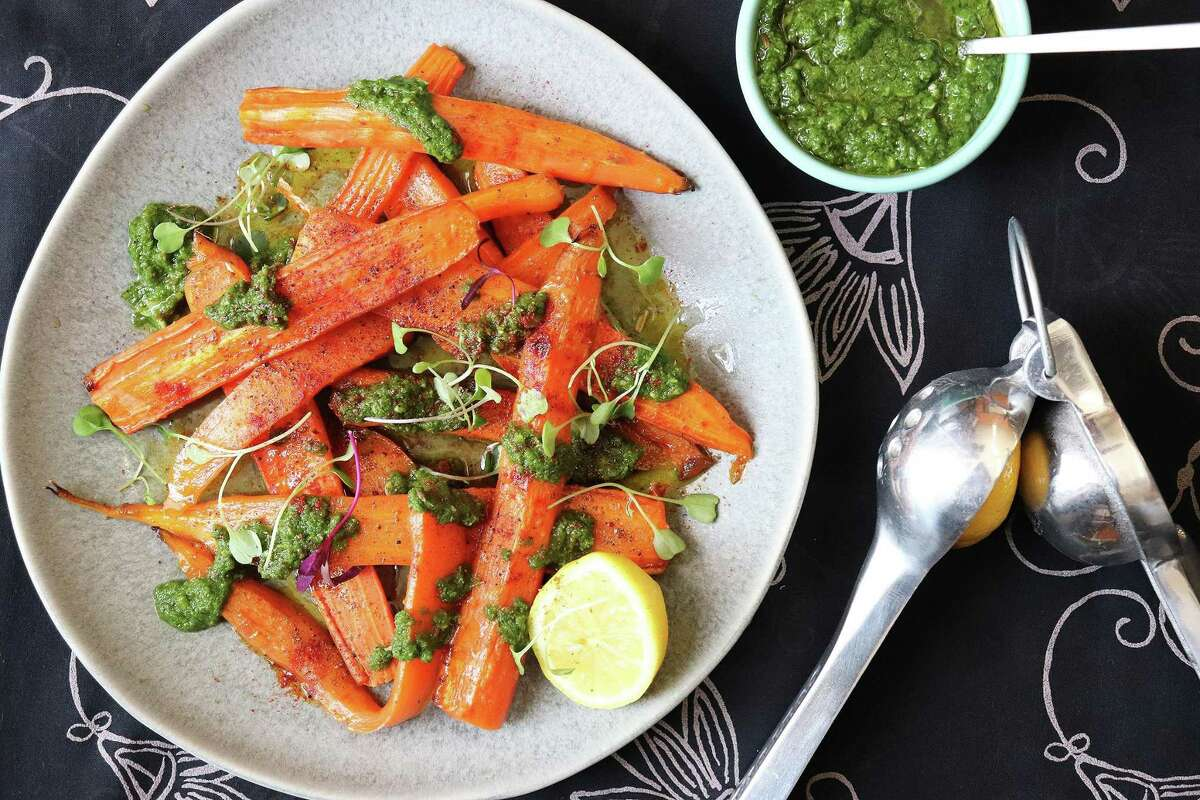 The green masala in this dish can be made with mint, basil, curly parsley and/or cilantro.