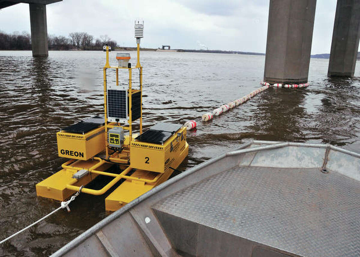 The Great Rivers Ecological Observation Network monitoring buoy is capable of real-time, continuous collection of water quality and phytoplankton data.
