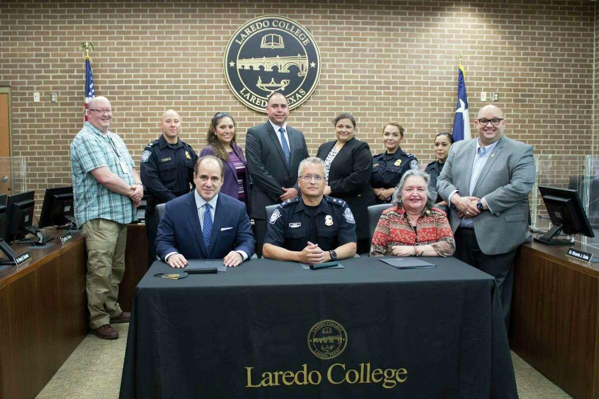 Laredo College y Protección Fronteriza firman un memorando de entendimiento