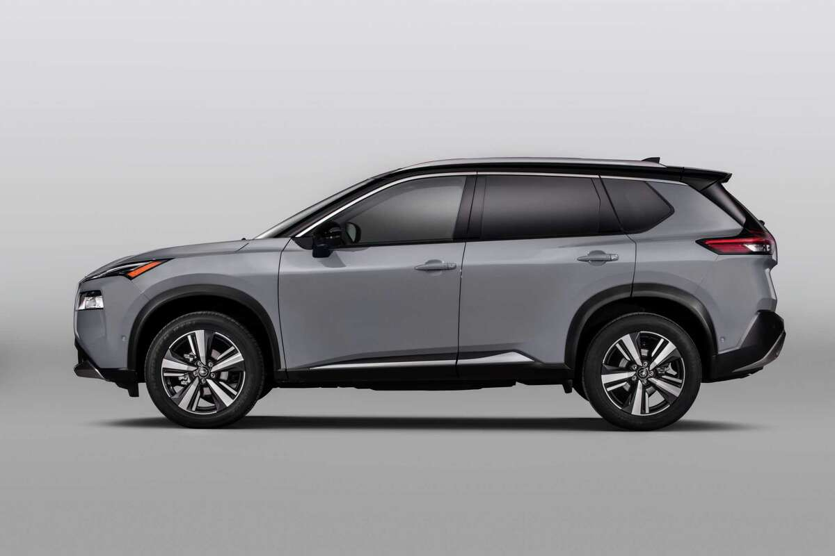 The 2021 Nissan Rogue has a 25 mpg city, 32 highway fuel economy.