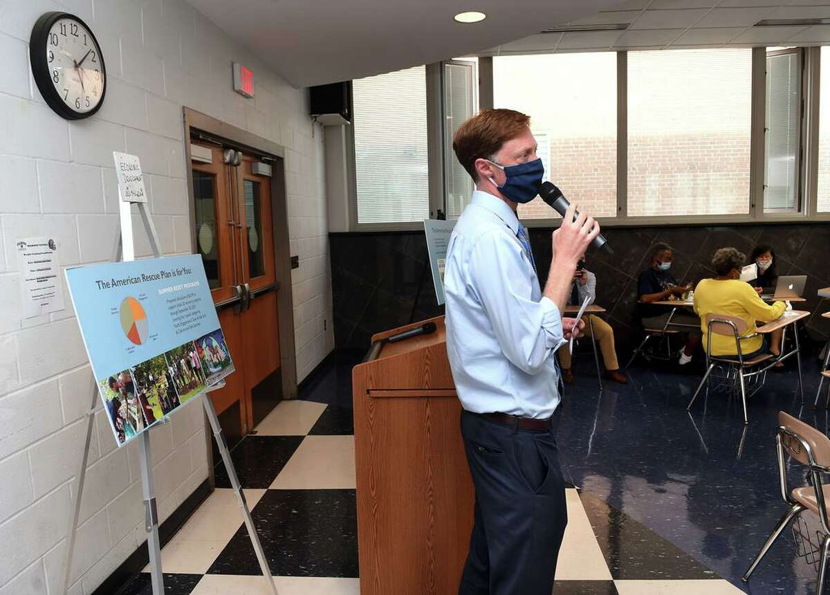 New Haven Mayor Justin Elicker at a meeting at the Hillhouse High School on May 25, 2021.