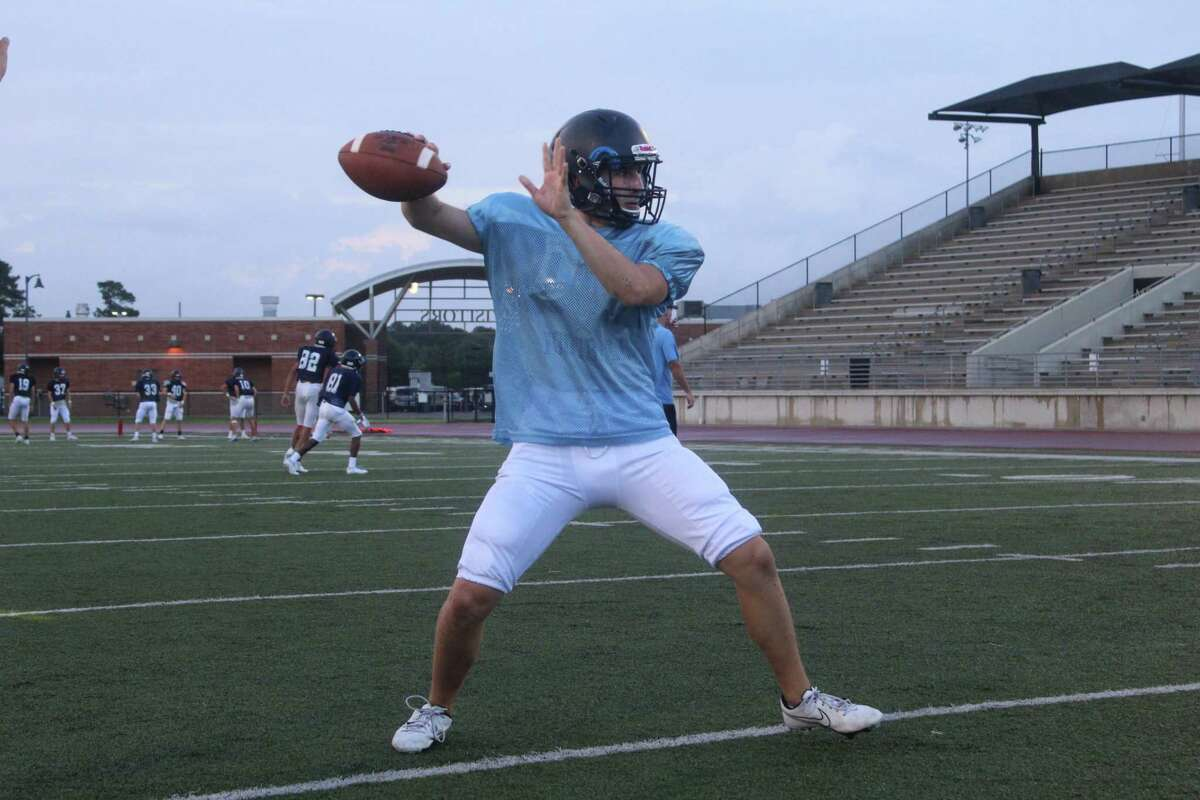 Kingwood quarterbacks doing throwing drills before the spring game.