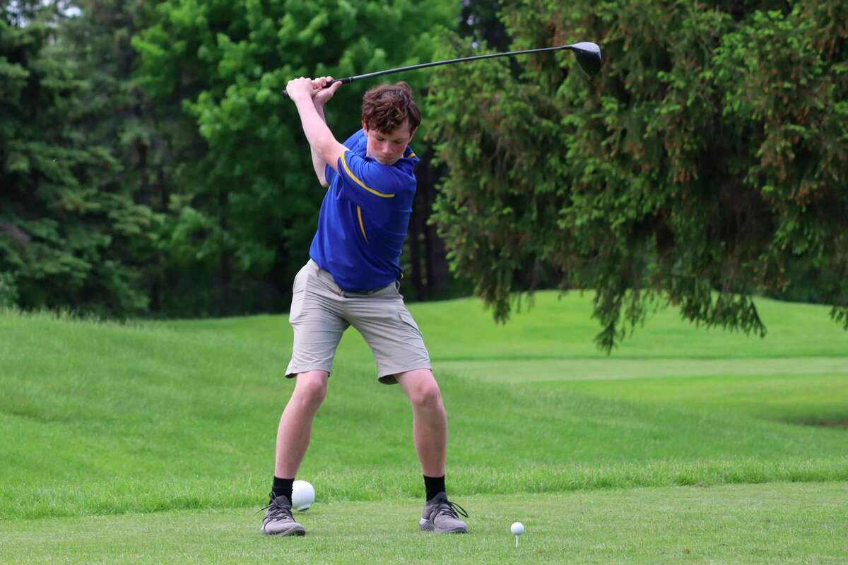 Onekama's Peyton Clouse teeing off in the final Northwest Conference match of the season. (Robert Myers/News Advocate)