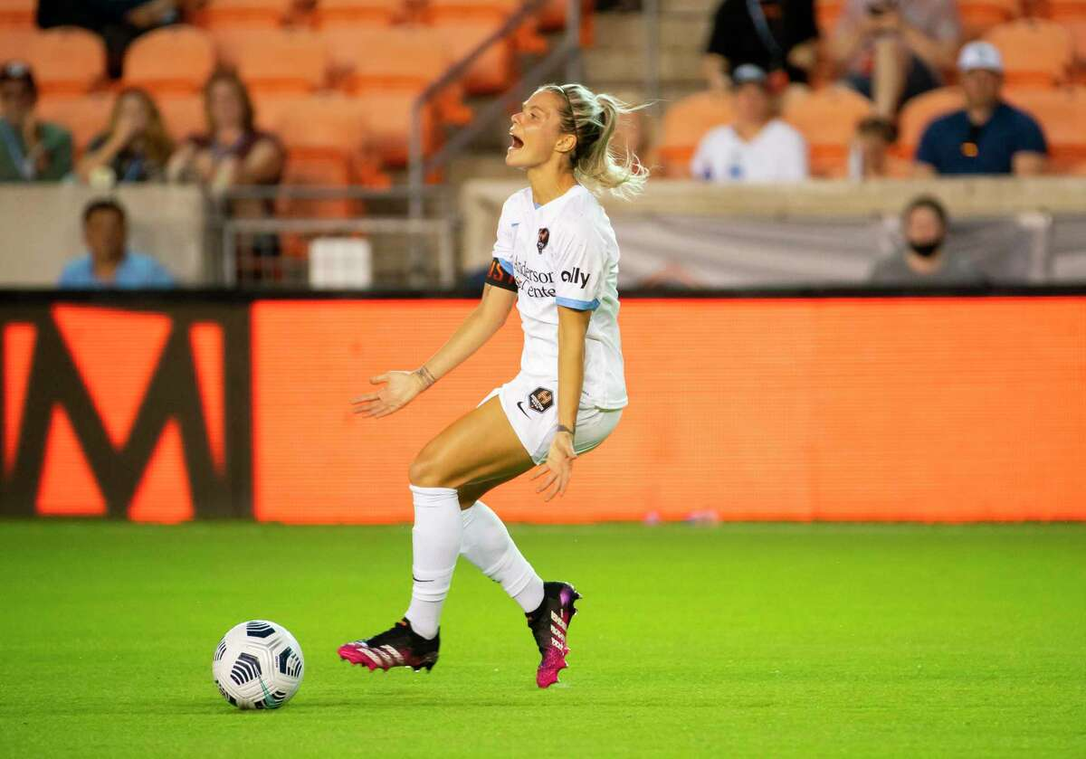 Houston Dash forward Rachel Daly (3) reacts after a call during the second half of a 2-1 loss by the Houston Dash to the Washington Spirit on Wednesday, May 26, 2021, at BBVA Stadium in Houston.