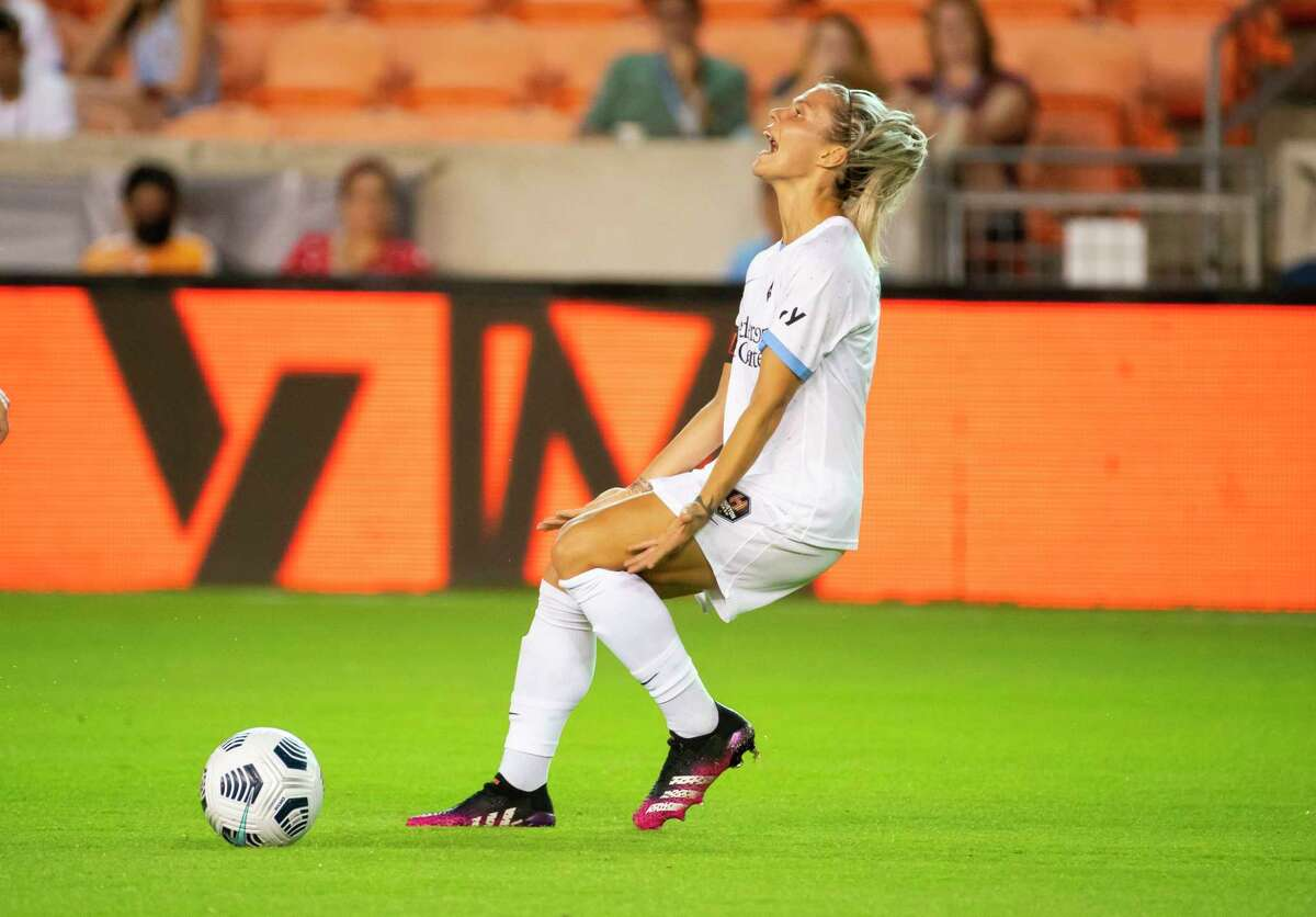 Houston Dash forward Rachel Daly (3) reacts after another offside call during the second half of a 2-1 loss by the Houston Dash to the Washington Spirit on Wednesday, May 26, 2021, at BBVA Stadium in Houston.