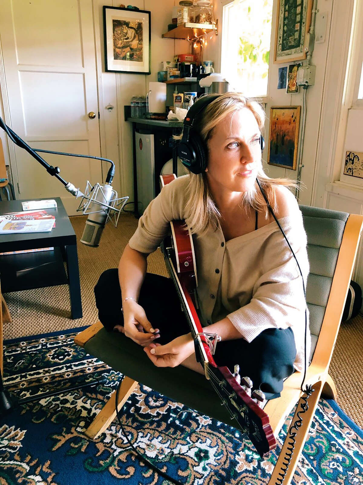 """Liz Phair works on """"Soberish"""" at music producer Brad Wood's Seagrass Studio in 2019. The album marks a reunion with Wood, her musical partner on 1993's """"Exile in Guyville,"""" and its follow-up, 1994's """"Whip-Smart."""""""