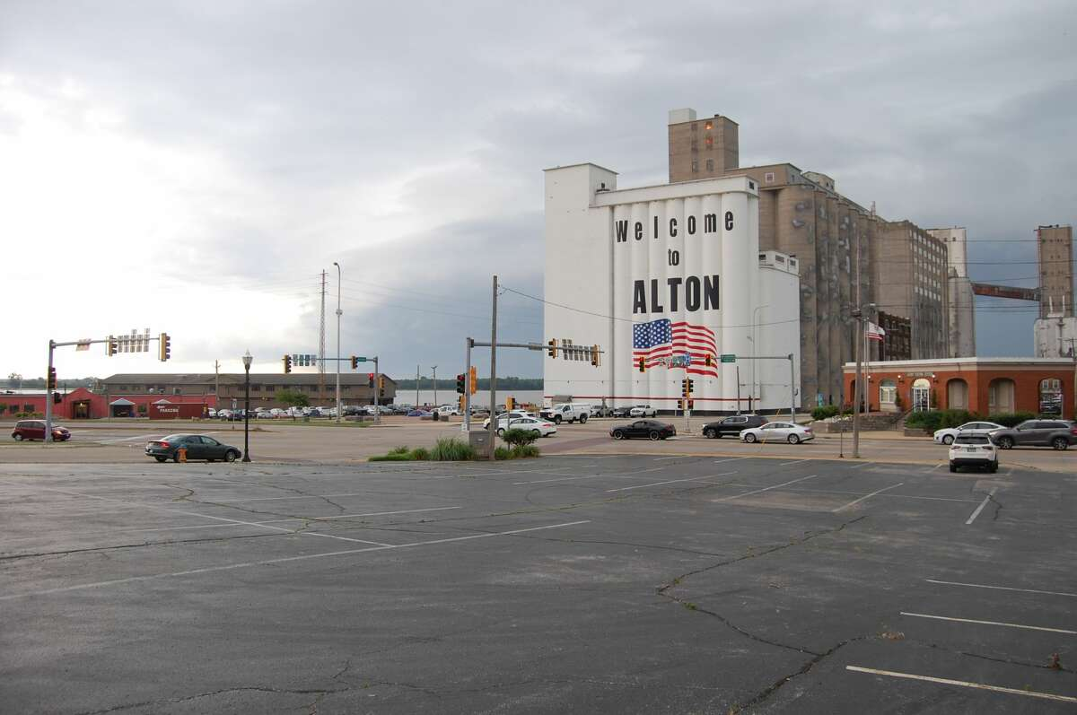 The storm clouds move in to downtown Alton.