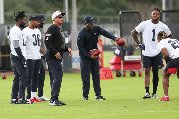 Houston Texans head coach David Culley, center left, works with the defensive backs during team OTAs on Thursday, May 27, 2021, at The Houston Methodist Training Center in Houston. Photo: Brett Coomer, Staff Photographer / © 2021 Houston Chronicle