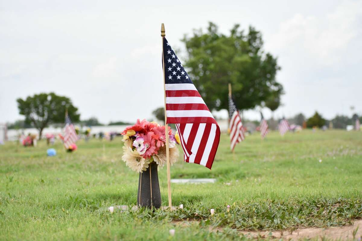 Volunteers are sought to help plant flags on the graves of veterans buried at the Plainview Cemetery.